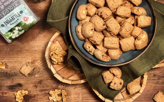 BISCOTTINI AL GRANO SARACENO CON NOCI E GOCCE DI CIOCCOLATO (Gluten Free)