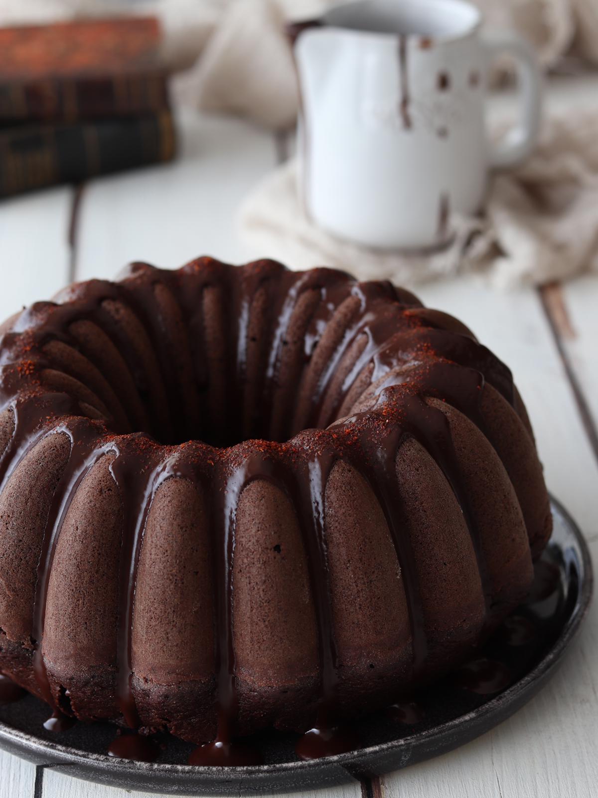 BUNDT CAKE AL DOPPIO CIOCCOLATO CON GLASSA FONDENTE AL PEPERONCINO
